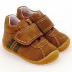 zapatos-para-la-guarderia-bota-deportiva-puntera-reforzada-nobuck-marron-velcro