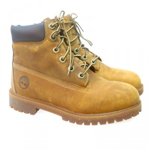 cuidar-tus-zapatos-en-invierno-bota-cordon-timberland-80-04-cuero