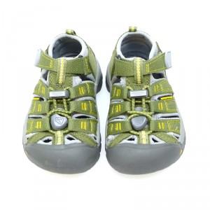 zapatos-de-nino-imprescindibles-en-verano-sandalia-cerrada-nino-keen-newport-verde