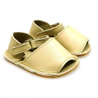 Los zapatos bebé sin suela deben ir sujetos con velcro, hebilla o botón