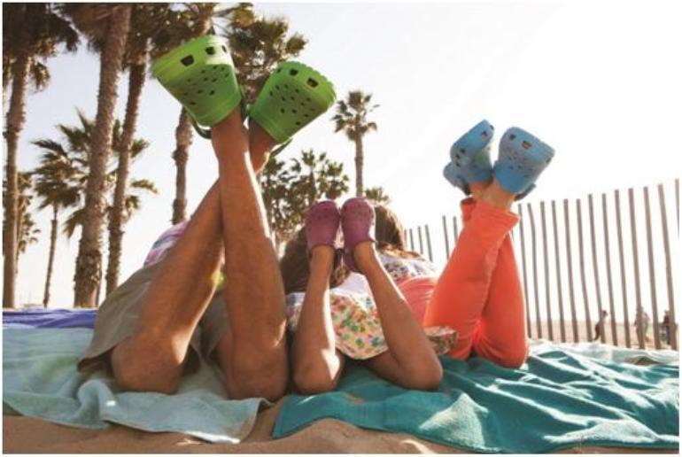 Cuidar los pies de los niños con calzada adecuado