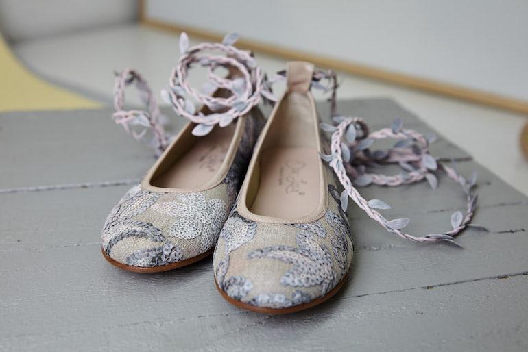Zapatos de comunión 2019 bailarinas atadas Oca Loca