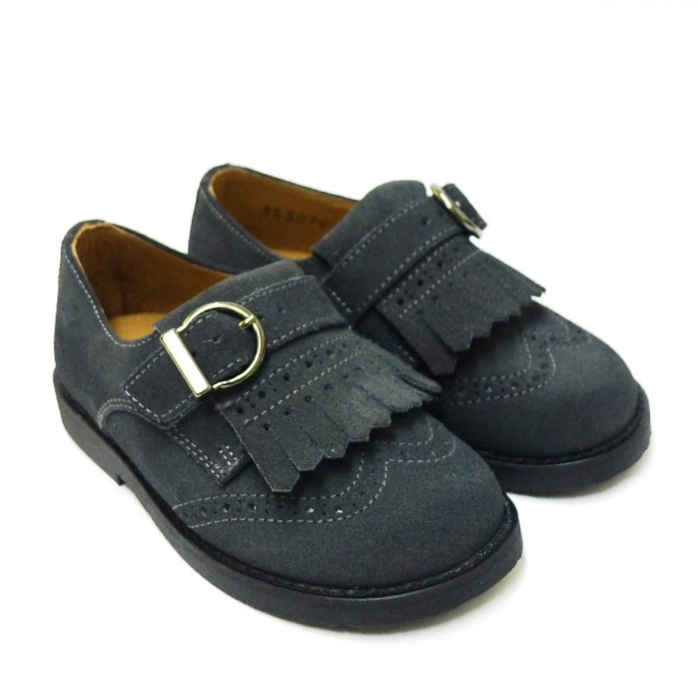Zapato de vestir para niño con flecos gris
