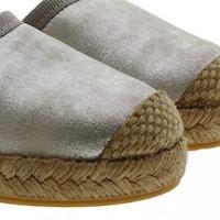 Sandalias con muchos detalles